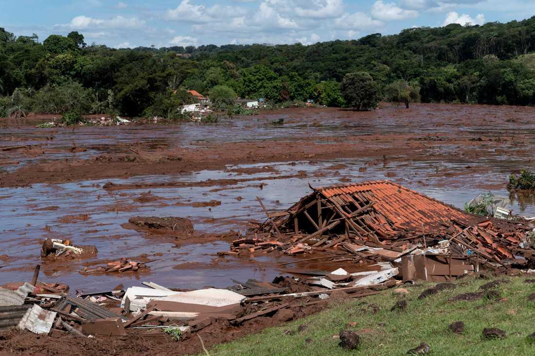 Ett dammras har ägt rum i närheten av staden Belo Horizonte, sydöst om den brasilianska huvudstaden Brasilia. många människor befars döda.
