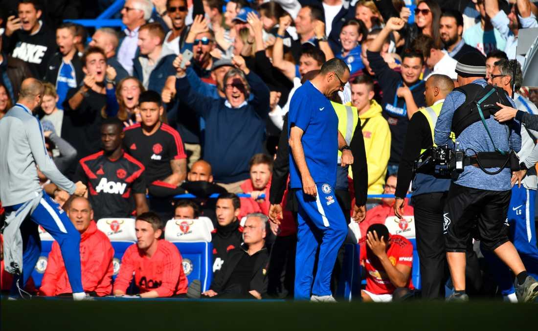 Ianni till vänster i bild firar mot Mourinho