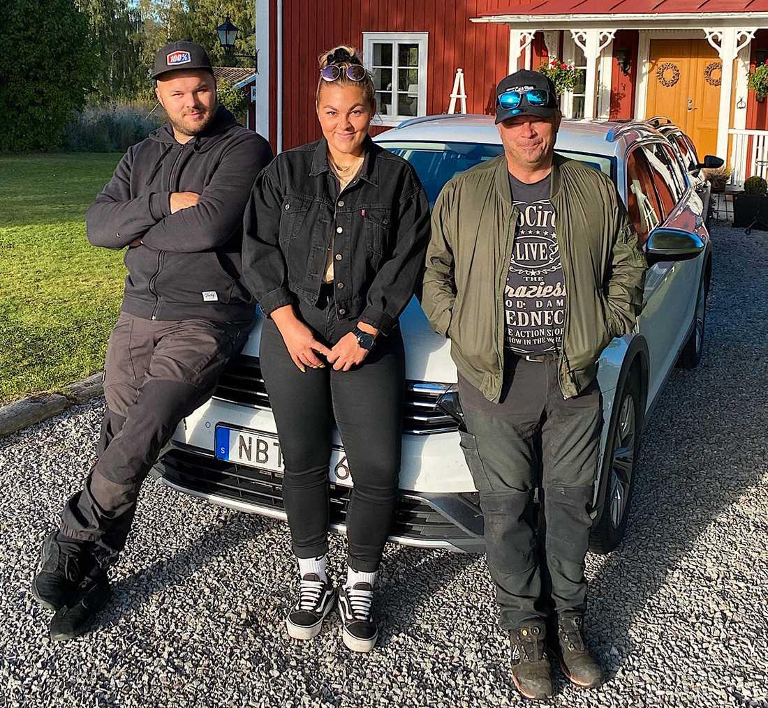 Lillebror Adam Larsson, storasyster Linnéa Larsson och pappa Patric Larsson.