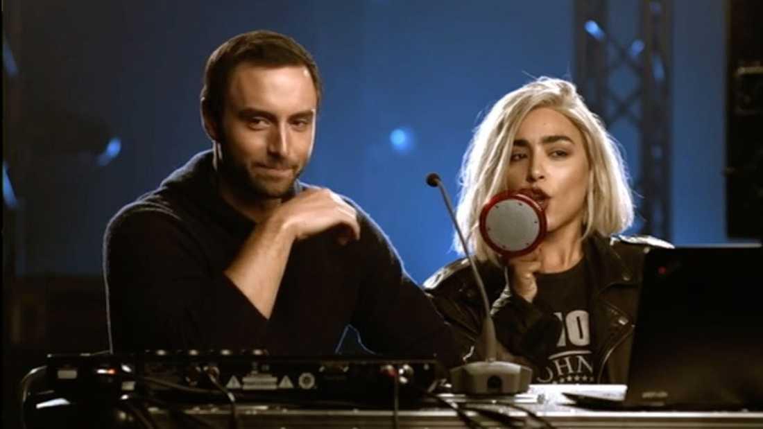 Måns Zelmerlöw och Loreen dök upp i början Melodifestivalens första deltävlning.