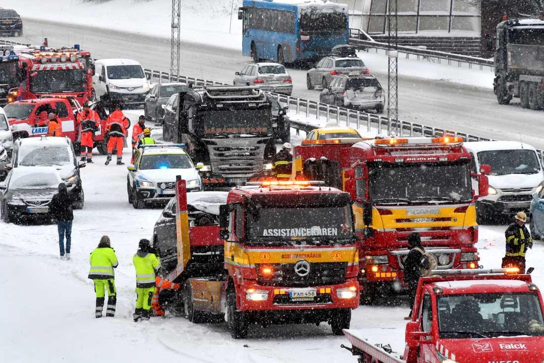 Kaotiska scener på E4:an mot Arlanda.
