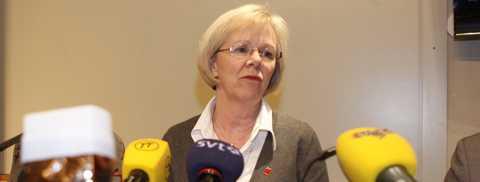 Revanch Wanja Lundby-Wedin mötte pressen på söndagskvällen i LO-borgen i Stockholm. Revisorernas slutsats är att förre vd:n Christer Elmehagen undanhållit information om sin pension för AMF:s styrelse.