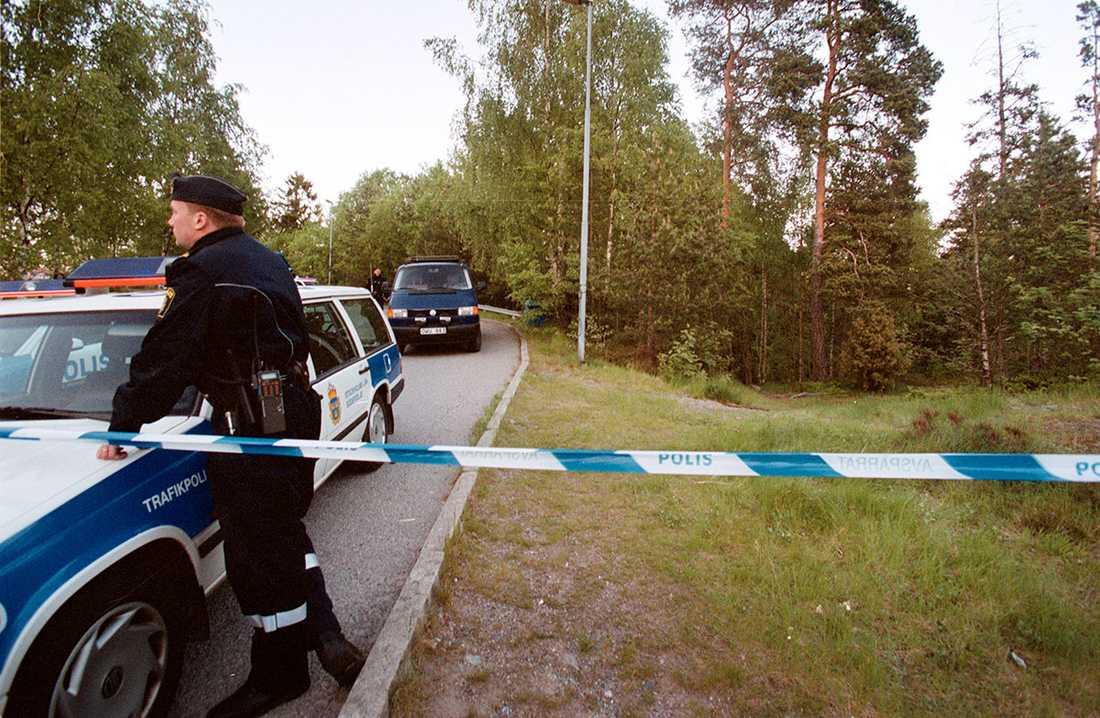 Polisavspärrning vid den plats där pojken hittades.