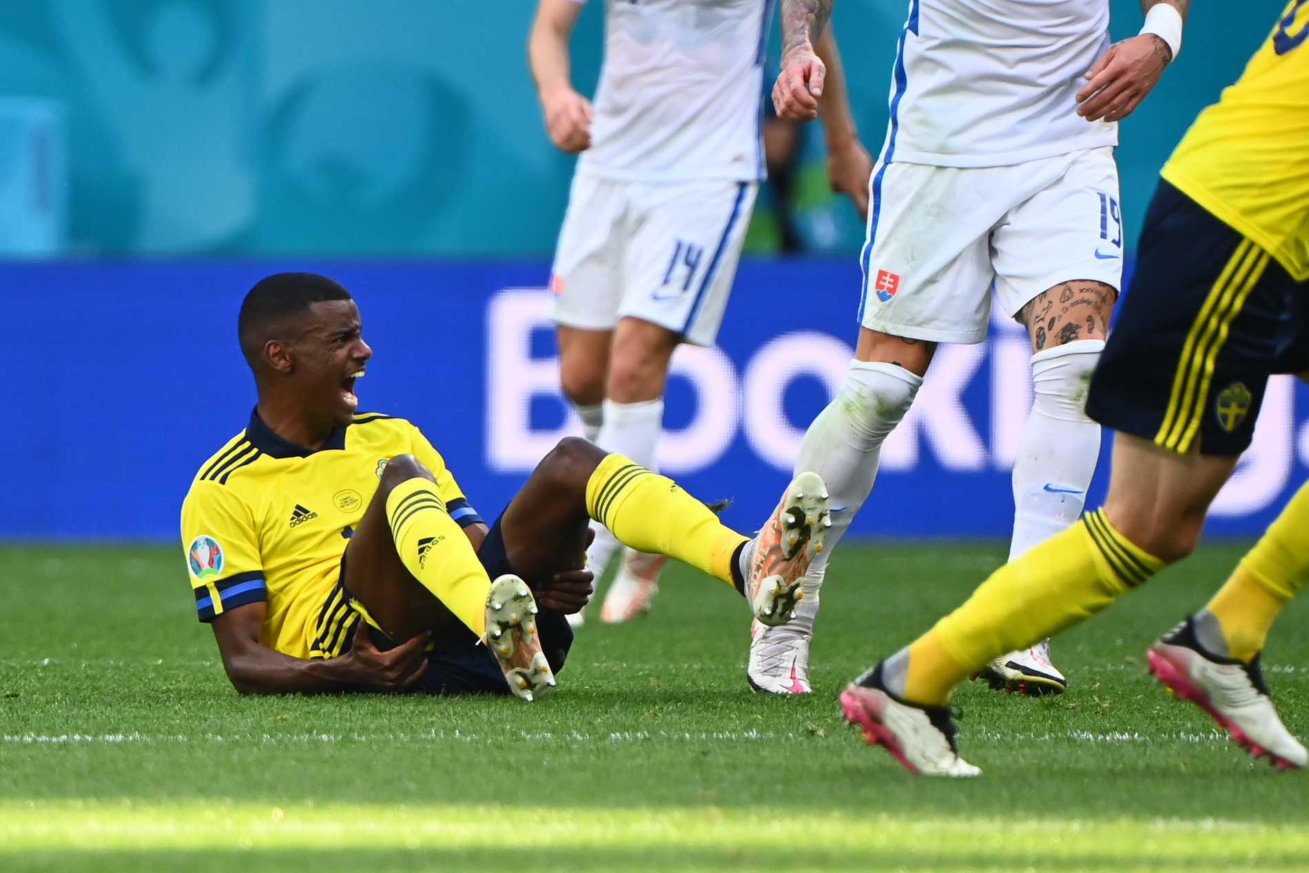 Sverige sågas i England efter första halvleken mot Slovakien