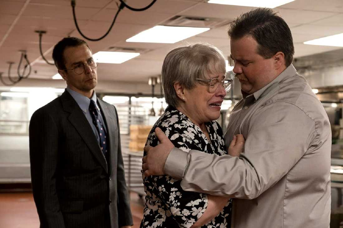 "Sam Rockwell, Kathy Bates och Paul Walter Hauser i ""Richard Jewell""."