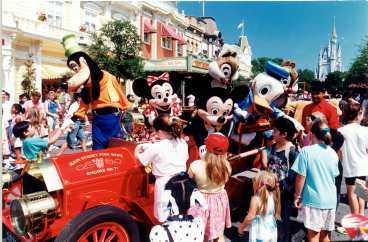 18 månader pågår firandet i Disneyworld, Florida, och de fyra andra Disneyparkerna runt om i världen.