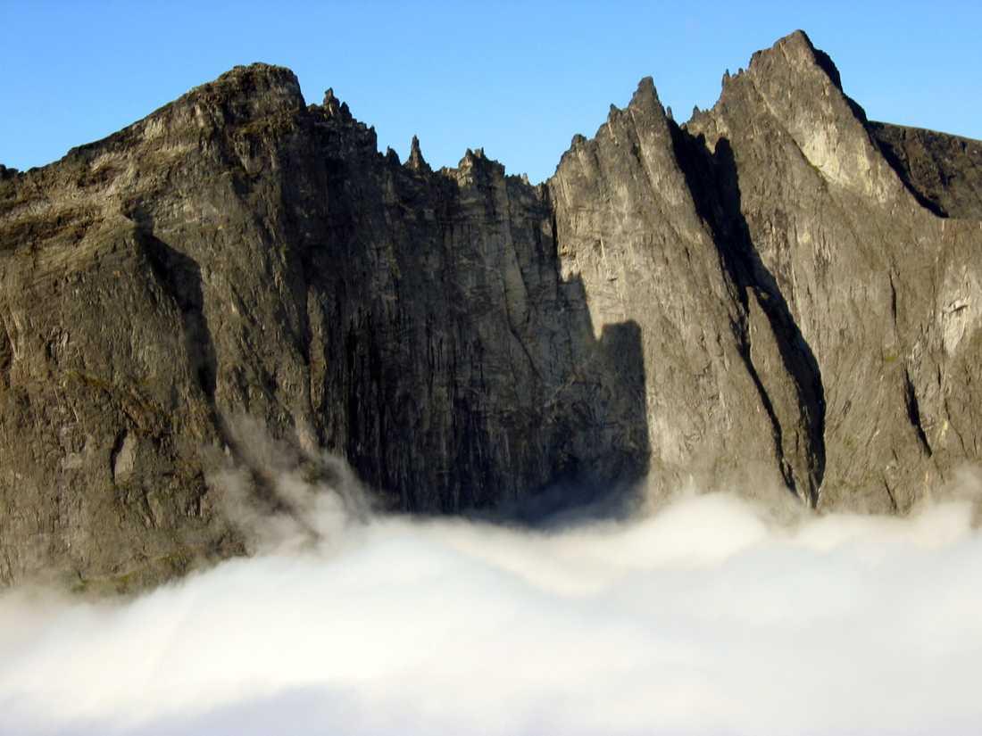 Två tjeckiska klättrare har omkommit i en förmodad klätterolycka vid norska Trollväggen, Europas högsta lodräta bergvägg. Arkivbild.