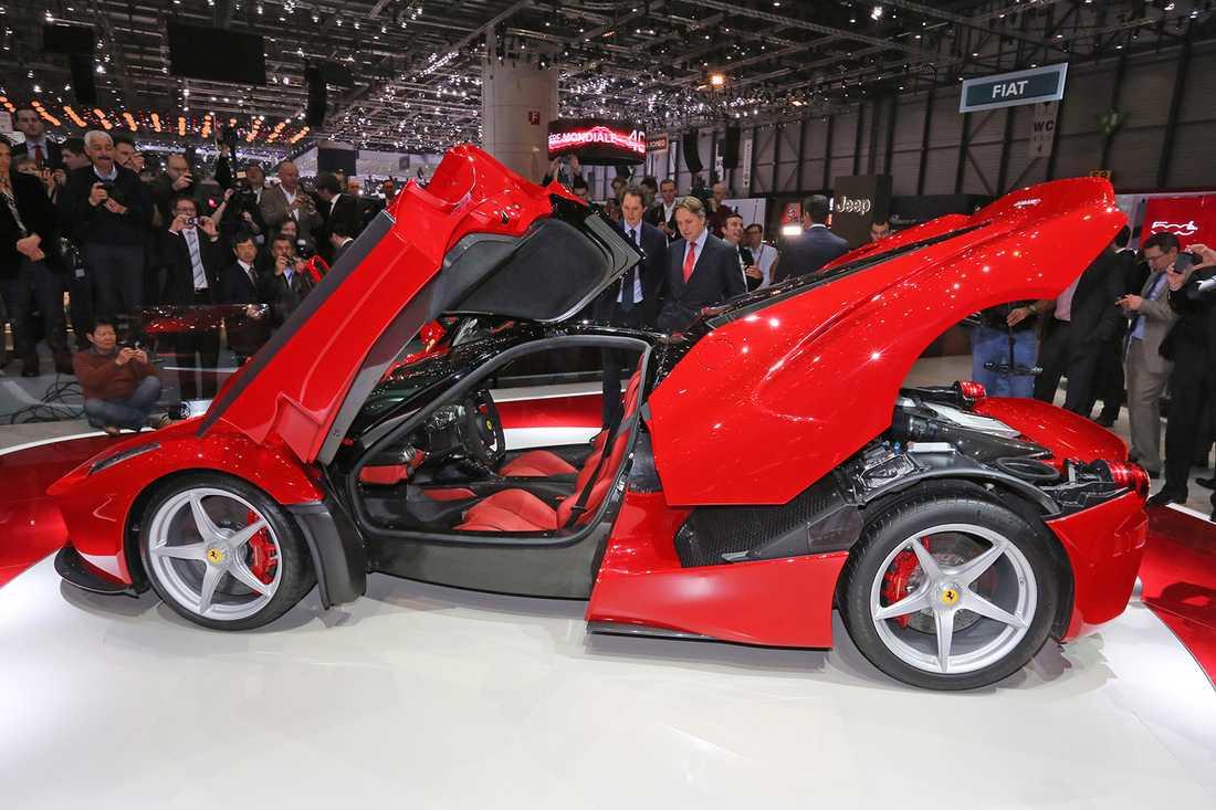 Så här öppnas dörrarna på Ferraris superbil LaFerrari