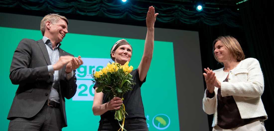 Miljöpartiets partisekreterare Märta Stenevi (i mitten på bilden) ser ut att bli Isabella Lövins efterträdare som partiets kvinnliga språkrör.