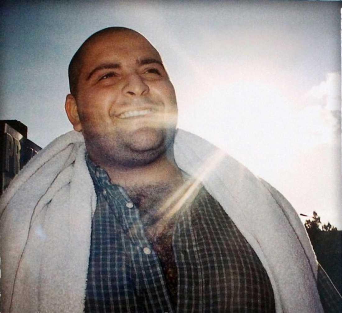 """Nasser """"Honestly"""" Jebril som hans familj vill minnas honom. Bilden togs av fotograf Jonas Wallgren och användes som omslag till Honestlys album """"Honest lies"""" som släpptes 2004."""