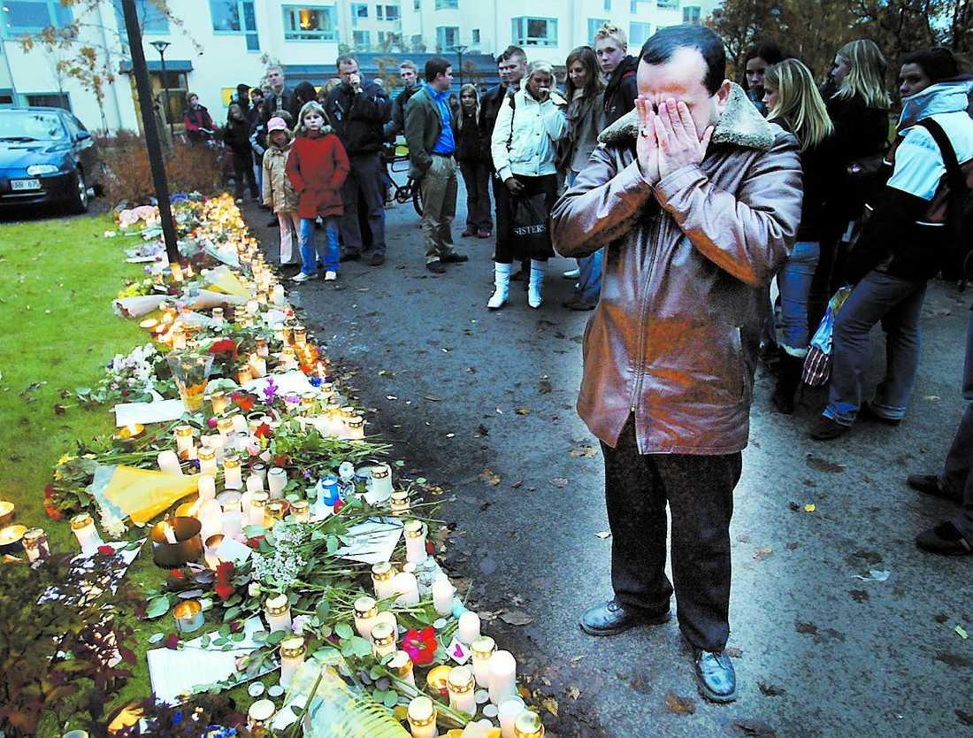 Mohammeds pappa Hassan Ammouri under en minnesstund vid mordplatsen.