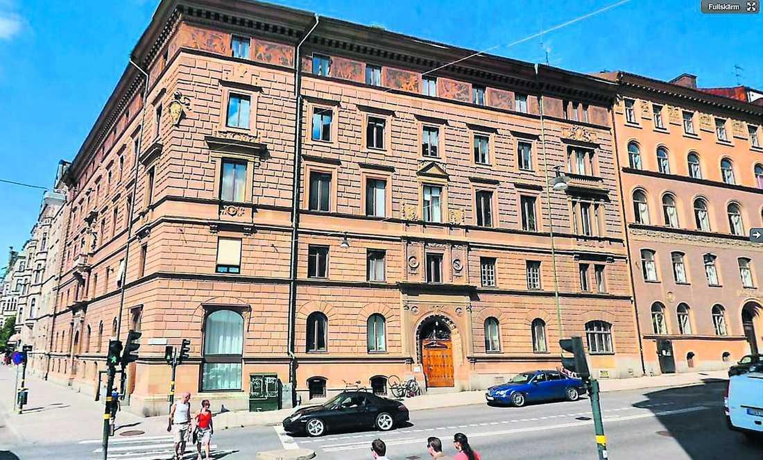 rekorddyrt 15-rummaren på Strandvägen i Stockholm väntar på sin köpare. Det krävs minst en drömvinst på lotto för att man ska kunna kalla sig seriös spekulant.