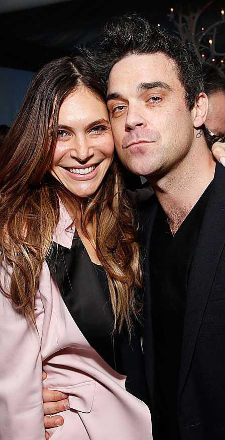 Robbie Williams tillsammans med frun Ayda Field.