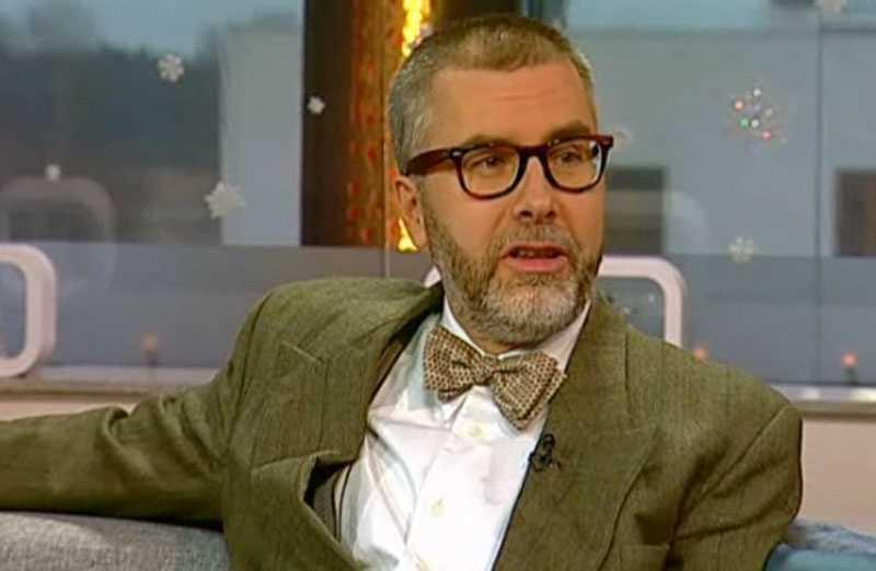 Johan Norberg, tidigare medlem i Melodifestivalens jurygrupp i Stockholm, säger att juryn får direktiv från Christer Björkman hur de ska rösta.