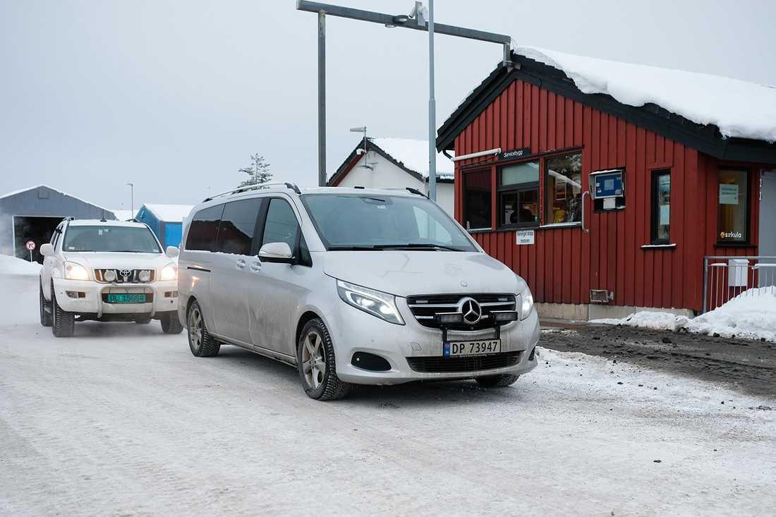 Den norska polisen har spärrat av ett område kring en återvinningsstation utanför Hamar under fredagsförmiddagen.