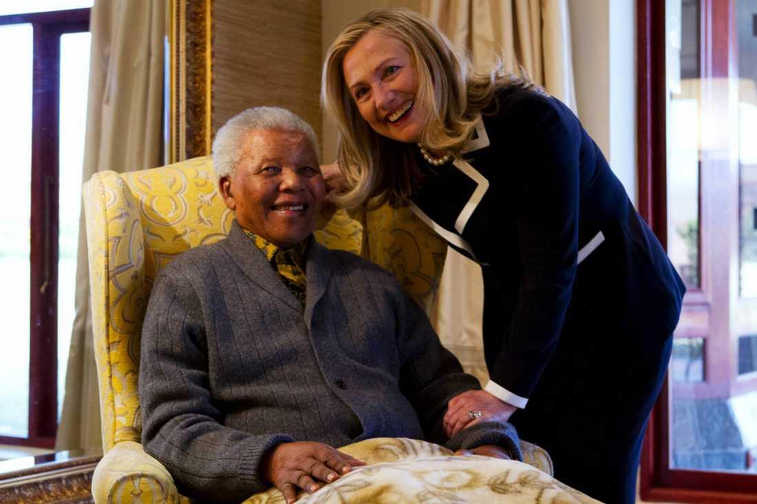 USA:s utrikesminister Hillary Rodham Clinton på besök hemma hos Nelson Mandela i Qunu, Sydafrika i augusti 2012.