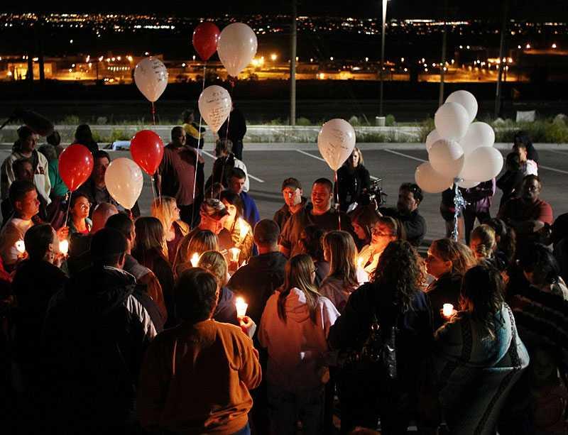Utanför Utah-fängelset i Draper samlades släkt och vänner inför dödsskotten mot Ronnie Lee Gardner.