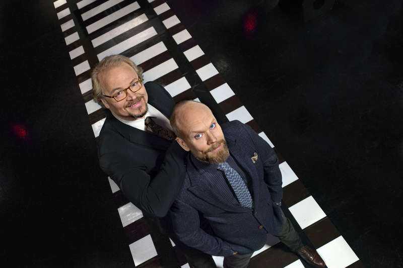 """Fredrik Lindström och Kristian Luuk leder """"På spåret""""."""