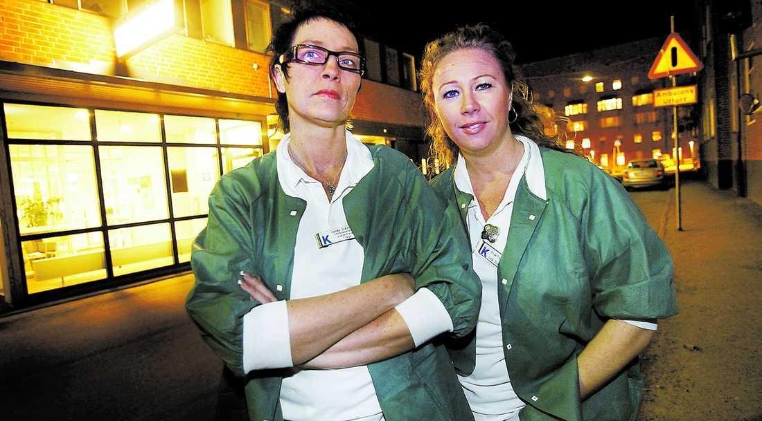 """""""Jobbigt att höra"""" Sjuksköterskorna Erika Thorvaldsdotter och Camilla Stävhammar jobbar på Karolinska sjukhuset i Solna. Här hotas drygt 900tjänster på grund av underskott. """"Det här känns jobbigt att höra. Vi jobbar hårt på bästa sät och ska samtidigt spara pengar"""", säger Erika Thorvaldsdotter om SKL:s miljonresa."""