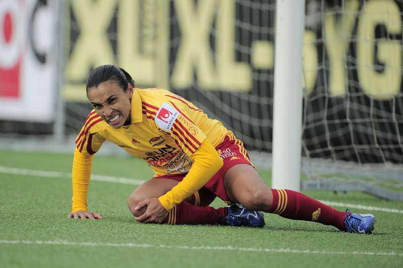 bryter? Tyresös superstjärna Marta har rätt att bryta sitt tvåårskontrakt med klubben efter helgens guldmatch. Och Europa lockar.