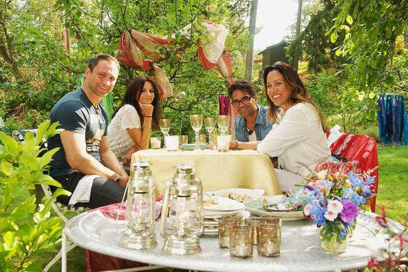 """""""Renées brygga"""" spelas in i samma område som det nyköpta huset. I säsongens första avsnitt gästas Renée Nyberg av Paolo Roberto, Lena Philipsson och David Batra."""
