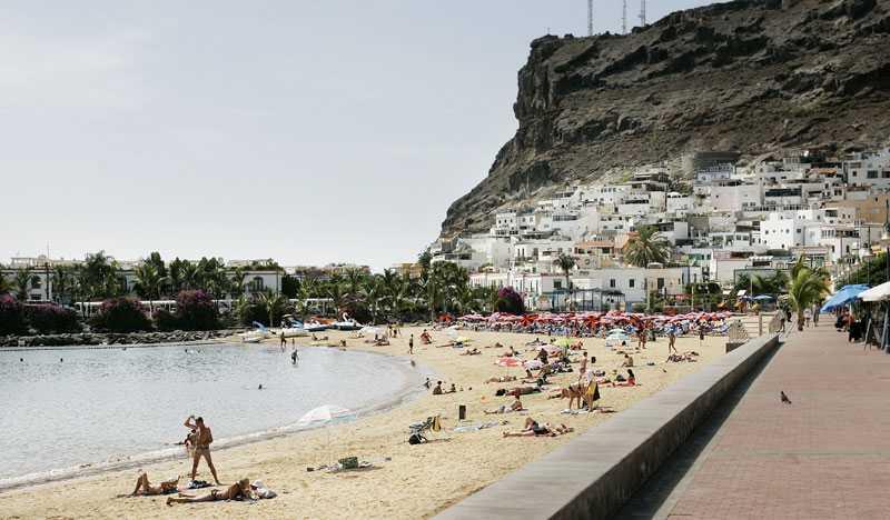 Gran Canaria. Stranden i Puerto de Mogan är ett populärt tillhåll när kvicksilvret närmar sig 49-gradersstrecket...