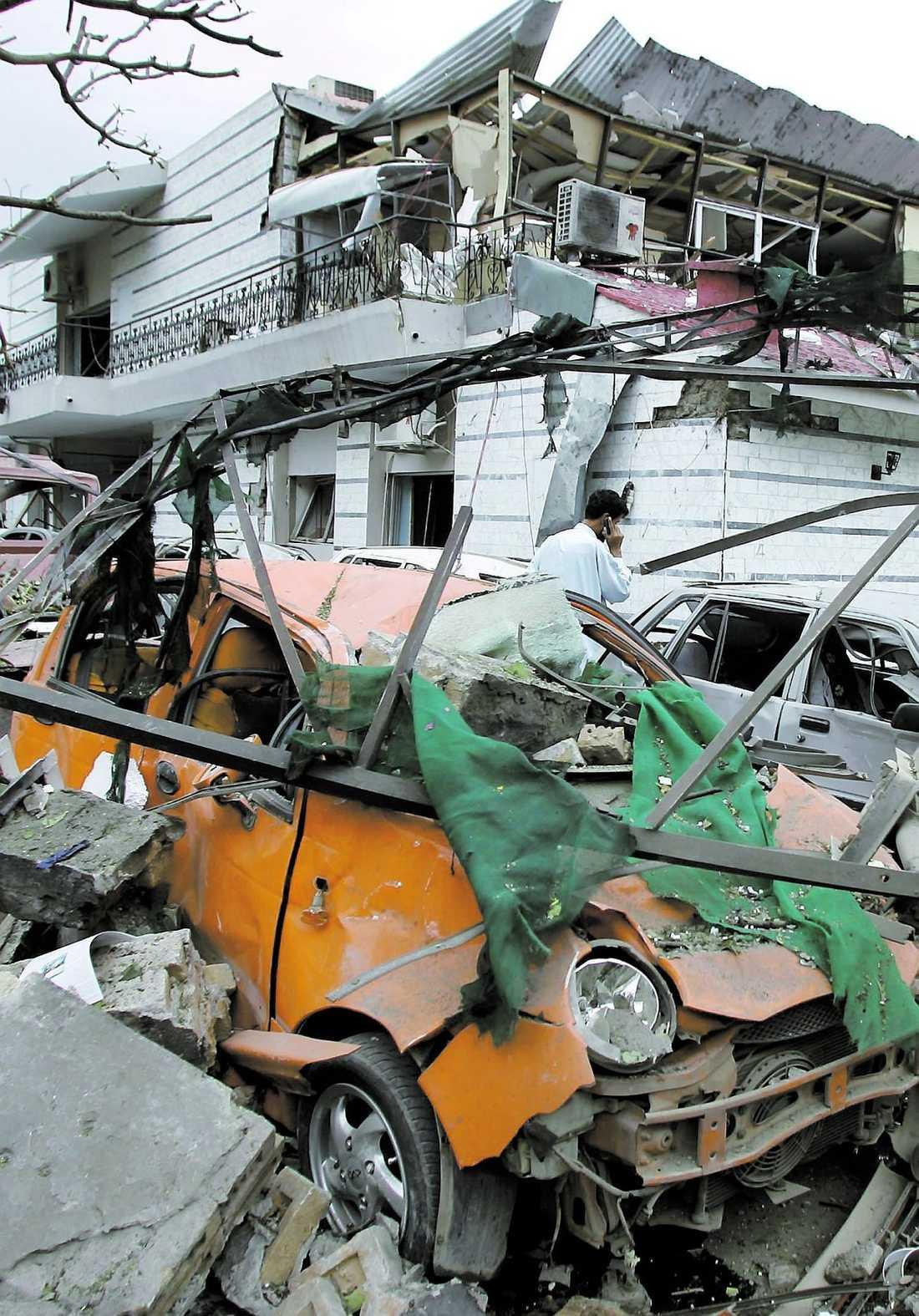 Attackerades I juni 2008 attackerades den danska ambassaden och sex personer dödades. Ett år senare kunde Sveriges ambassad (lilla bilden) gått samma öde till mötes. Pakistansk säkerhetstjänst kunde gripa en man och beslagta två ton sprängmedel.