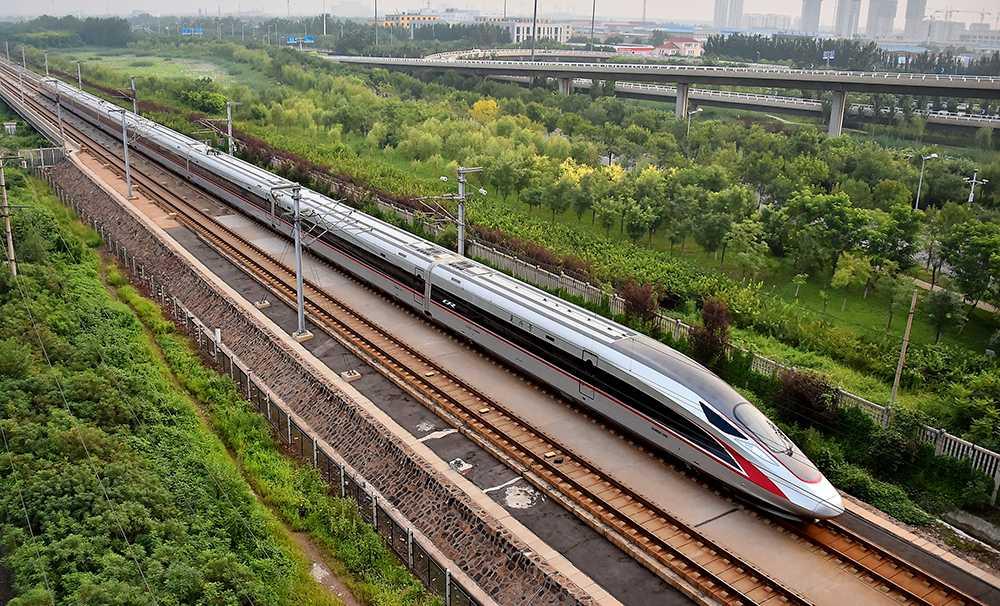 Ute på rälsen – världens snabbaste tåg.