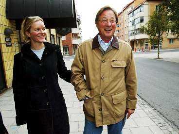 23 ÅRS SKILLNAD Björn Rosengren, 60, och hans sambo Helena Segnestam, 37, gick tillsammans till vallokalen i Luleå i söndags. I december förra året skilde sig Rosengren efter 35 års äktenskap.