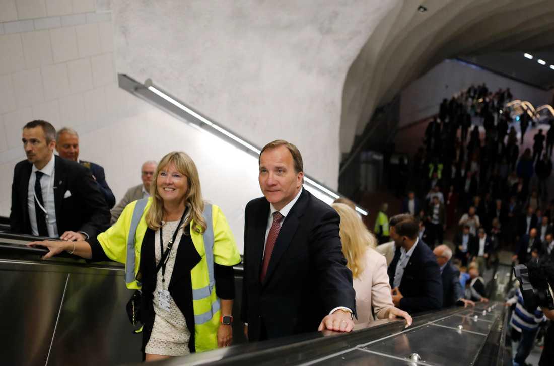 Statsminiser Stefan Löfven under sin rundvandring när nya citybanan i Stockholm invigdes.