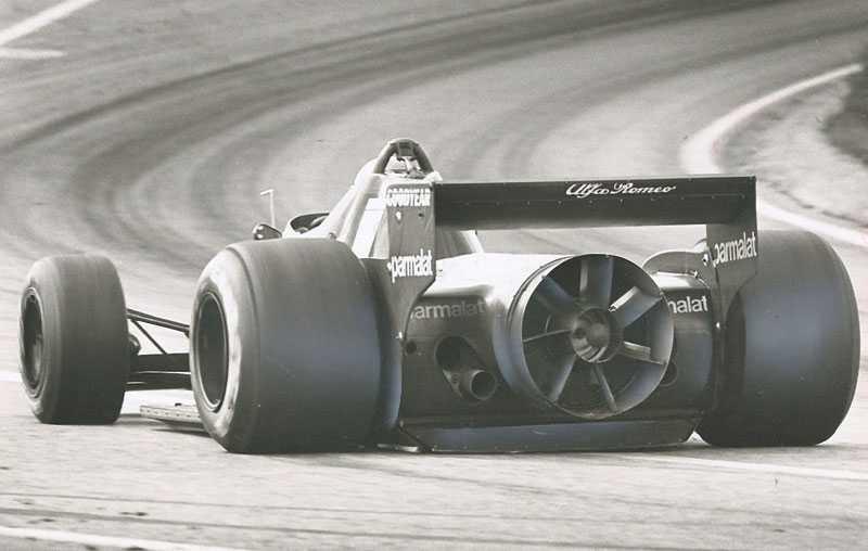 """2. Brabham Alfa Bilen som även kallas för """"Fan Car"""" är hundraprocentig, den gjorde bara ett enda lopp. Det var på Anderstorp 1978 och där var Niki Lauda först i mål. Den förbjöds sedan eftersom inga rörliga delar får förbättra aerodynamiken och här var det en stor fläkt som sög fast bilens bakdäck på banan. Detta var mycket effektivt vid låga hastigheter. Värt att notera att teamet ägdes av Bernie Ecclestone."""