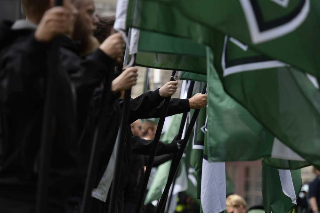 Nazistiska Nordiska motståndsrörelsen uppges ha stört väljare genom att fotografera och ropa slagord i anslutning till vallokaler runt om i landet. Arkivbild.