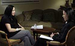 Granskad Nadya Suleman intervjuas av journalisten Ann Curry, Angelina Jolies regelbundna intervjuare. Åttlingmamman Suleman har anklagats för att ha en ohälsosam fascination för just Jolie.