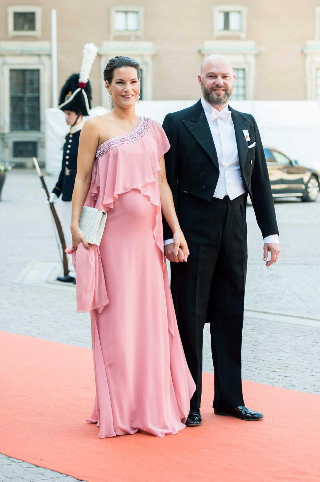 Oscar Magnuson, kusin till kronprinsessan Victoria, med hustrun  Emma.