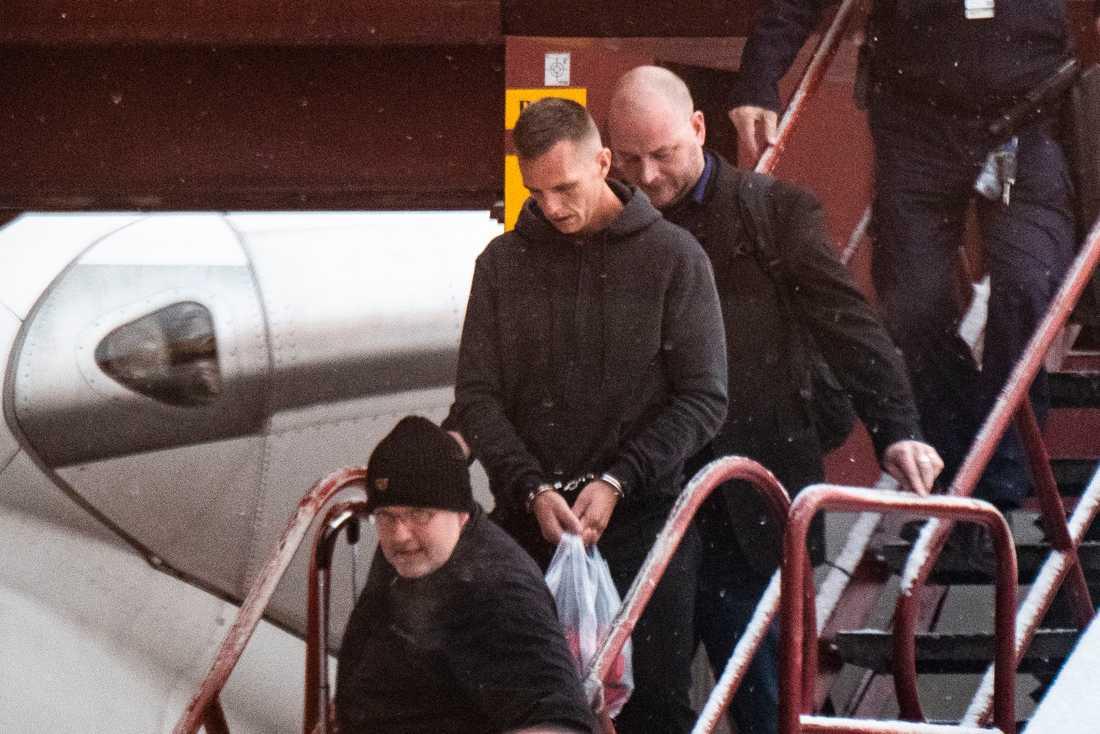 Här landar Kim Eriksson Sirawan på svensk mark på Arlanda flygplats.