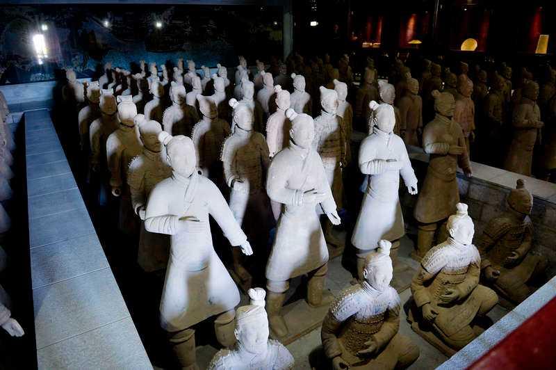 Kopiorna av terrakottaarmén i Xian.