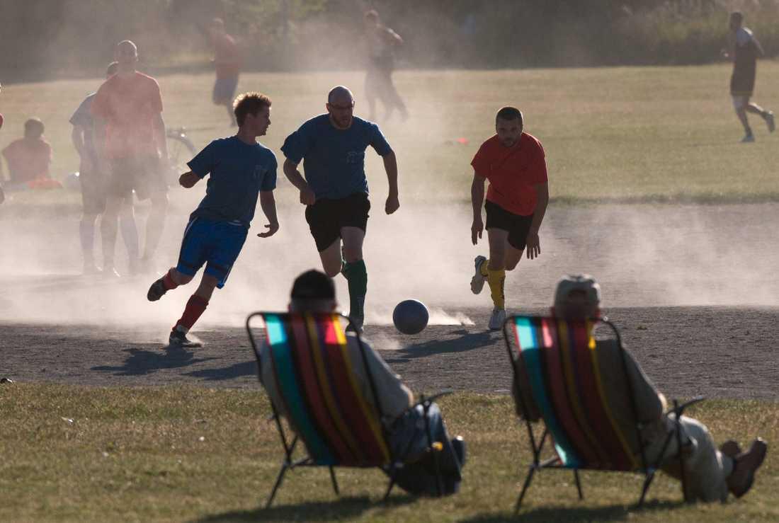 Bäst vore att alla hade regelbunden fysisk aktivitet. Näst bäst att sänka tröskeln för vuxna nybörjare.