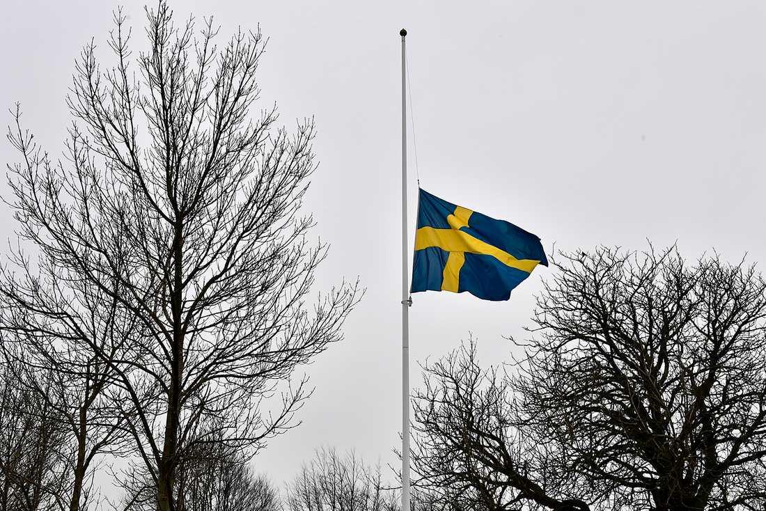 Skolan flaggar på halv stång.