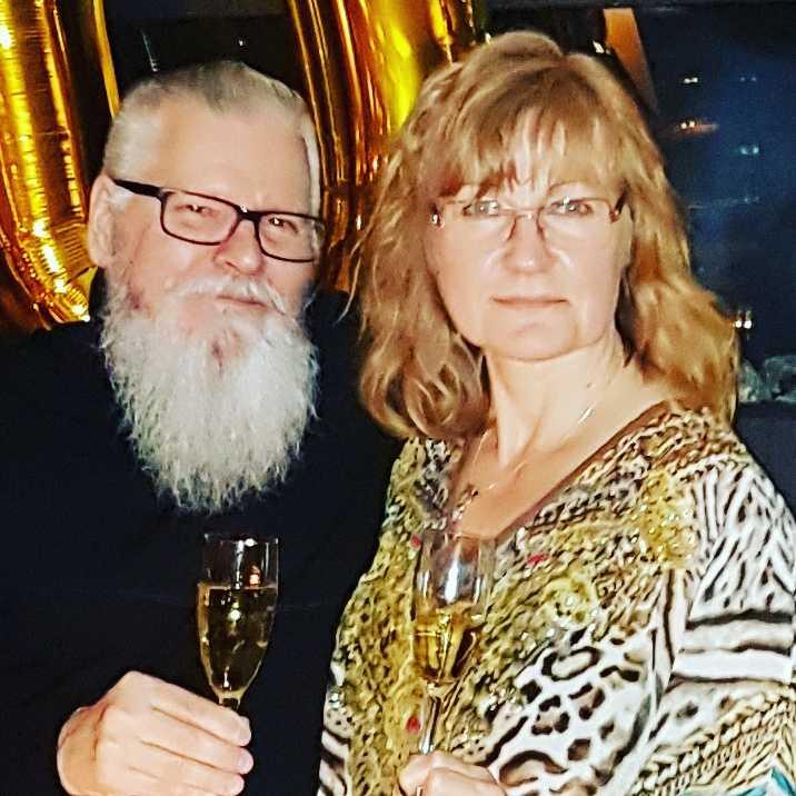 Heli och Markku Särkelä under ett tidigare nyårsfirande på Happy Dog.