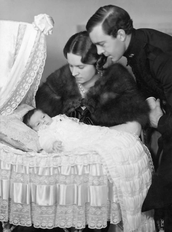 Prinsessan Margaretha tillsammans med föräldrarna Sibylla och Gustaf Adolf 1934.