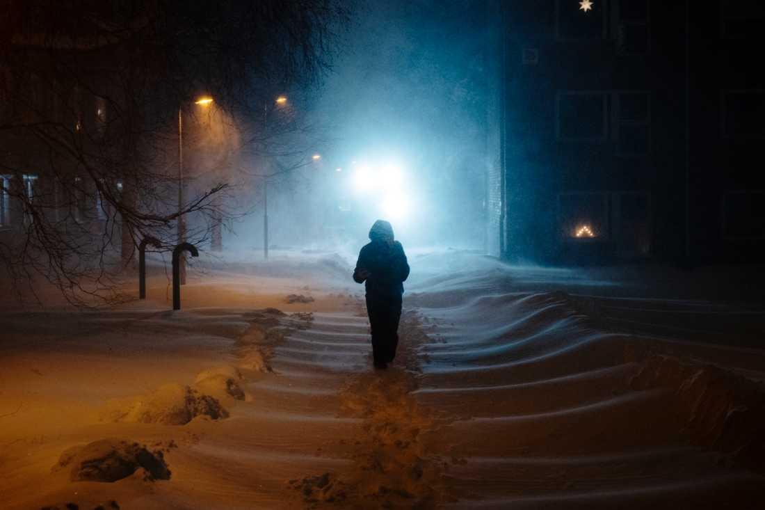 Just nu råder klass-2 varning och snön öser ner i Sundsvall och Västernorrland.