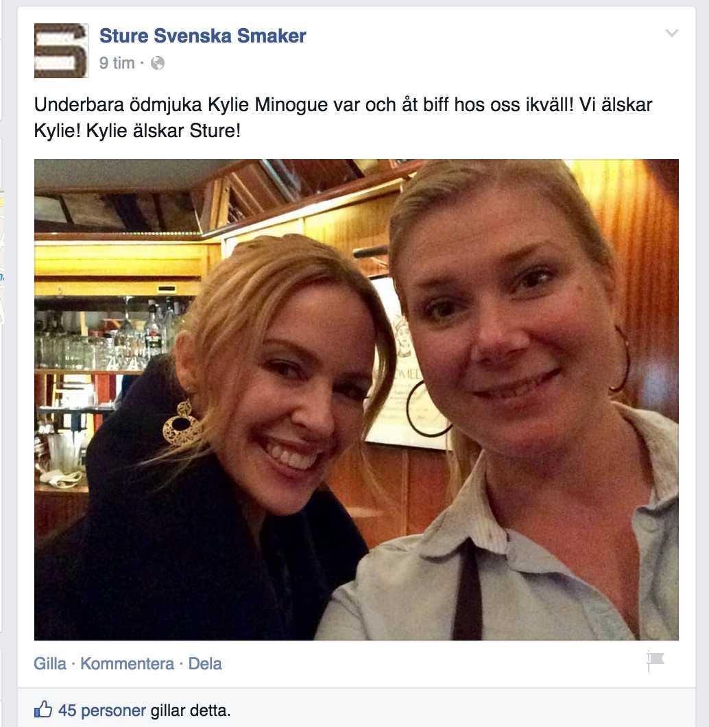 Kylie poserade med personalen på restaurang Sture i Malmö.