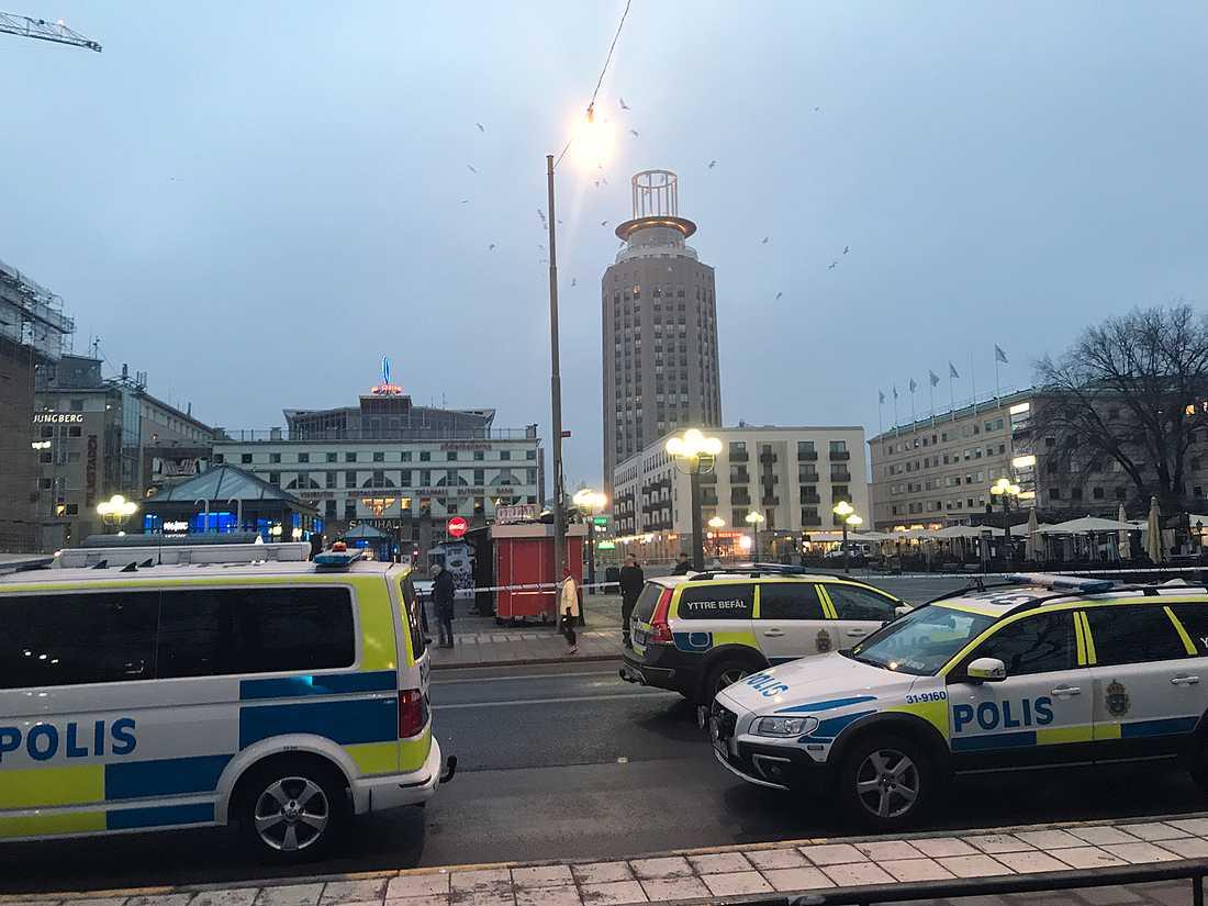 Medborgarplatsen på Södermalm i Stockholm är avspärrad.
