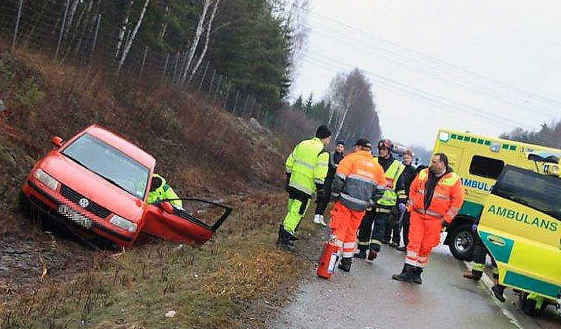 11:00 - En personbil körde av vägen på riksväg 80 mellan Valbo och trafikplats Forsbacka utanför Gävle. Föraren var medvetslös när räddningstjänsten anlände men kvicknade senare till.