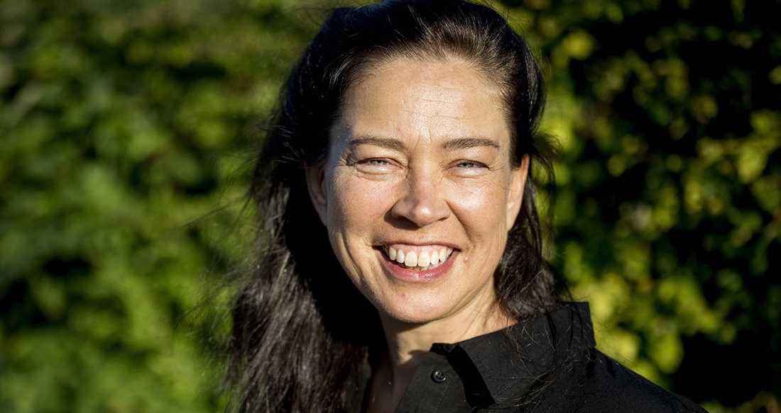 """Marie Lundström, som till vardags hörs i """"Lundströms bokradio"""" i P1, romandebuterar med """"Sanningens kalas""""."""