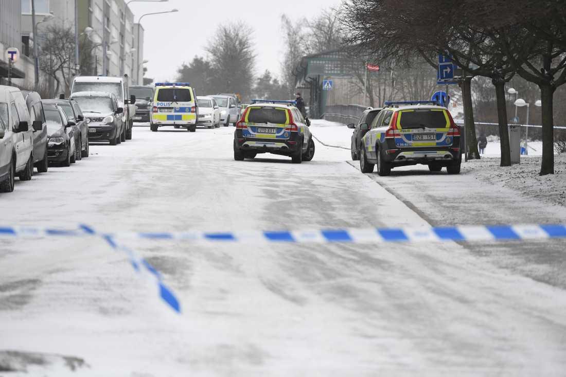 Polisavspärrning vid dubbelmordet i Hallonbergen norr om Stockholm. Arkivbild.