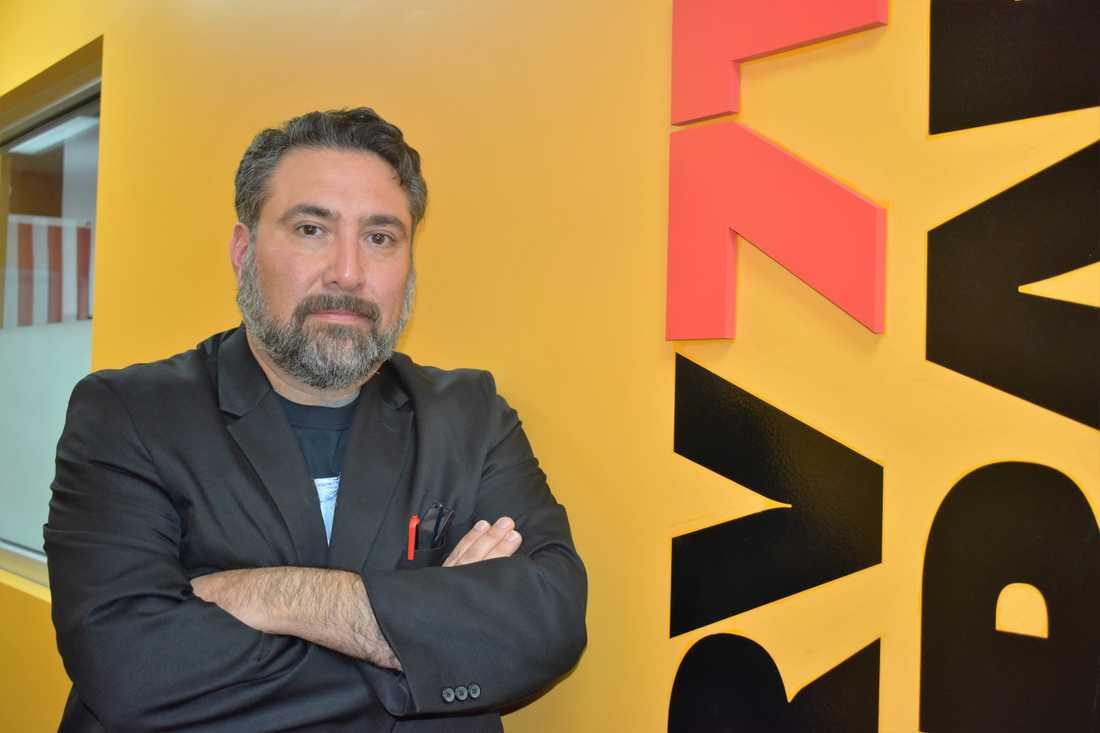 Sergio Sanchez är aktiv inom Republikanerna och chef för en lokal radiostation i McAllen i Texas.