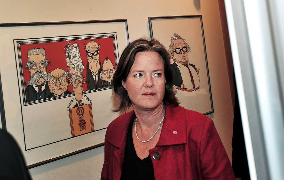"""Carin Jämtin, 47: Partisekreterare för socialdemokraterna, vill inte bli partiledare. Hon motiverar sitt beslut så här: """"Nej, jag vill inte, jag trivs så bra med mitt nuvarande uppdrag."""""""