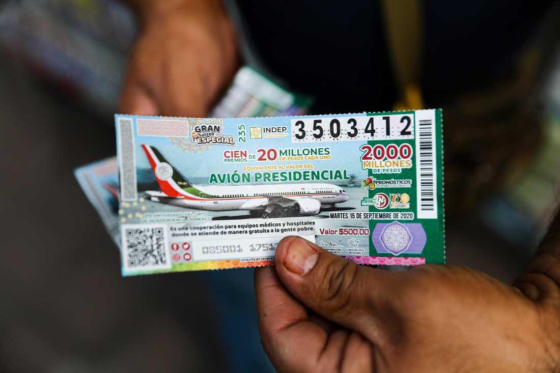 Trots att det var pengar i potten pryddes lotterna med det oönskade presidentplanet.