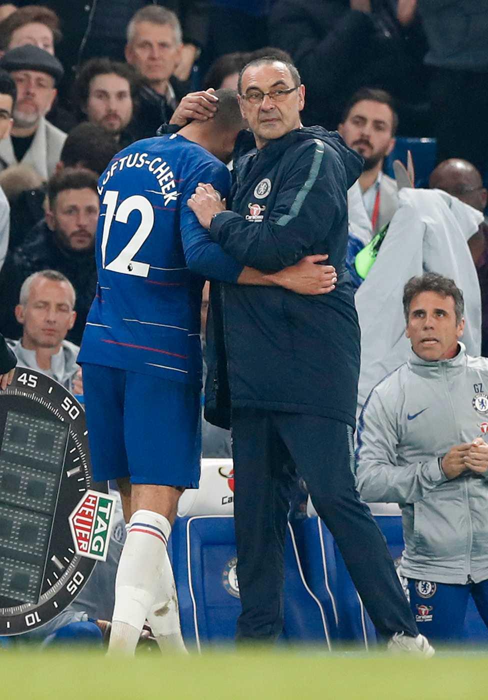Chelseas manager Maurizio Sarri med Ruben Loftus-Cheek.